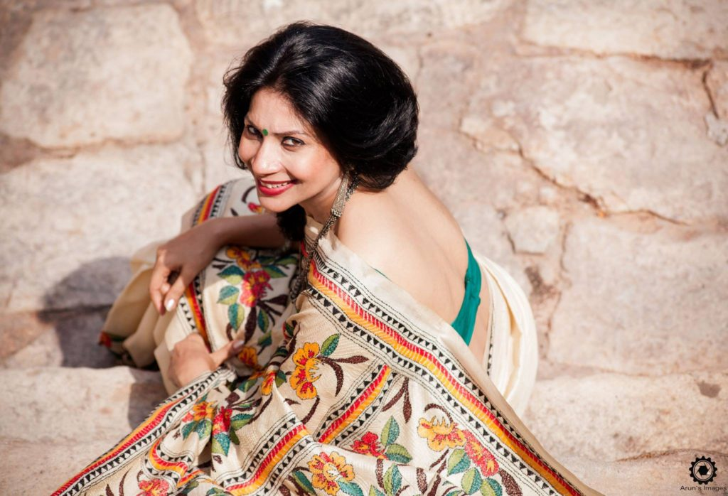 Ideas on how to get your next pic in saree clicked :)