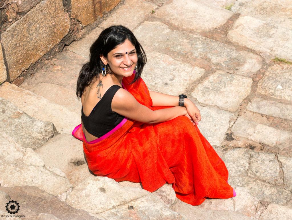 I'm wearing one of Rashmi's very comfortable Linen Saree